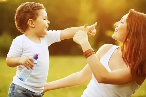 你跟孩子说话的语气,决定了孩子的情商和智商